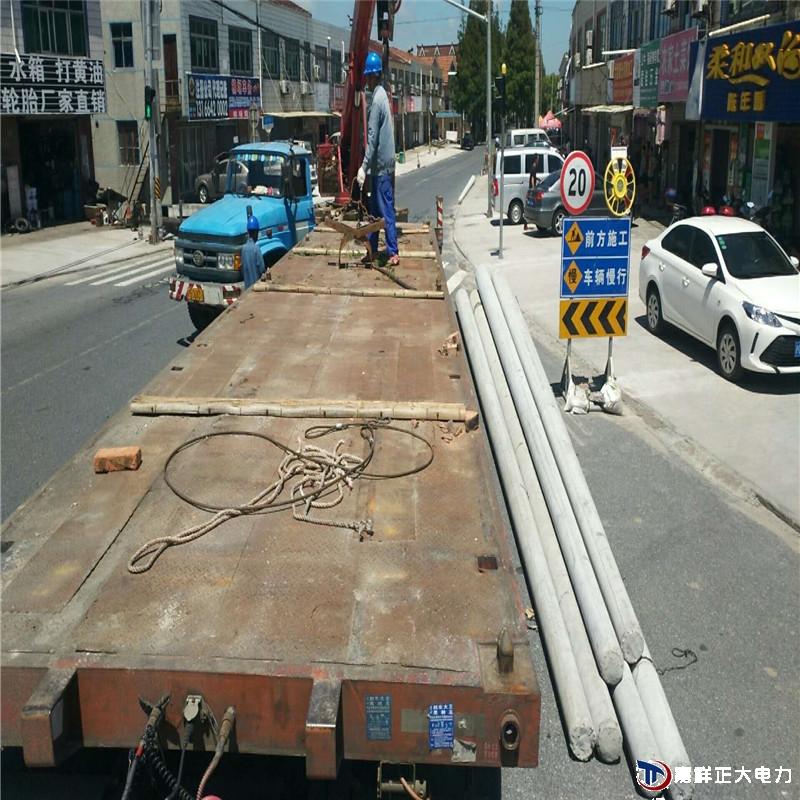 发往上海12米国标水泥路灯杆顺利到达